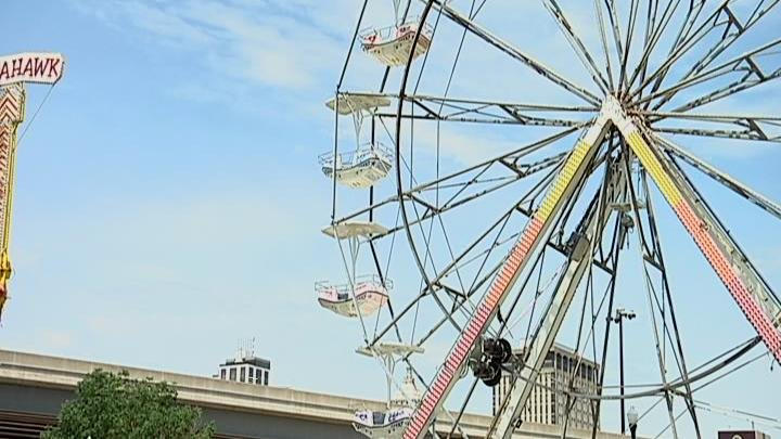 STEAMBOAT FERRIS WHEEL_16X9 Caption