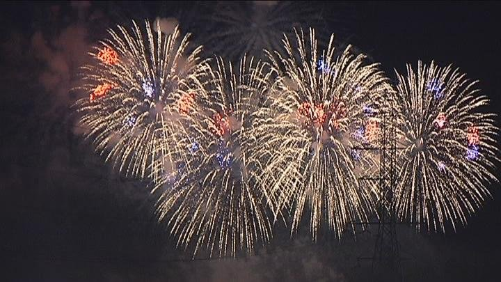 fireworks july 4 2011_16x9 Caption