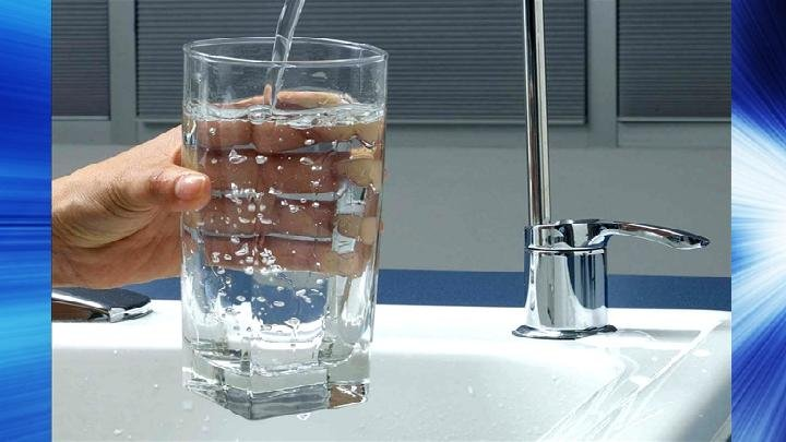 drinking water_16x9 Caption