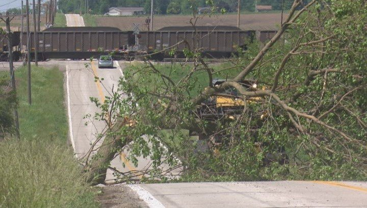 As the storm hit there were hundreds without power in the Morton area.