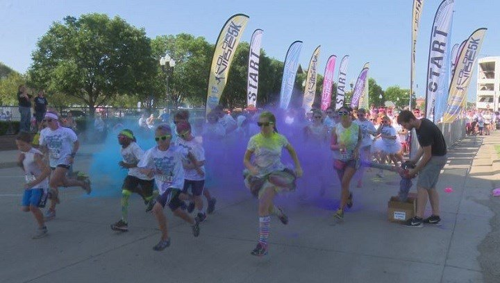 Runners didn't keep their shirts white for very long - color stations like this one blasted them with dye powder.